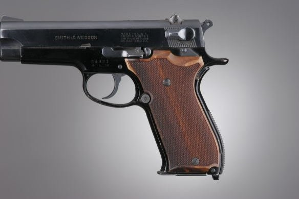 S&W 39 Goncalo Checkered
