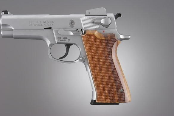 S&W 5900 Series Goncalo Checkered
