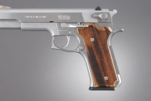 S&W Model 645 Auto, Goncalo Checkered