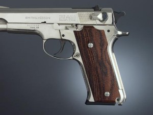 S&W Model 59 Auto, Kingwood Checkered
